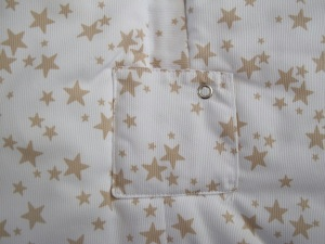 Modelo mixto estrellas beige detalle delantero