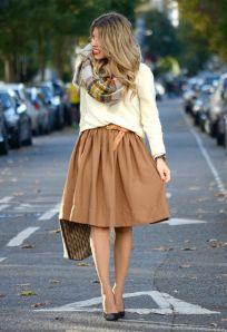 look entretiempo falda beige decharcoencharco