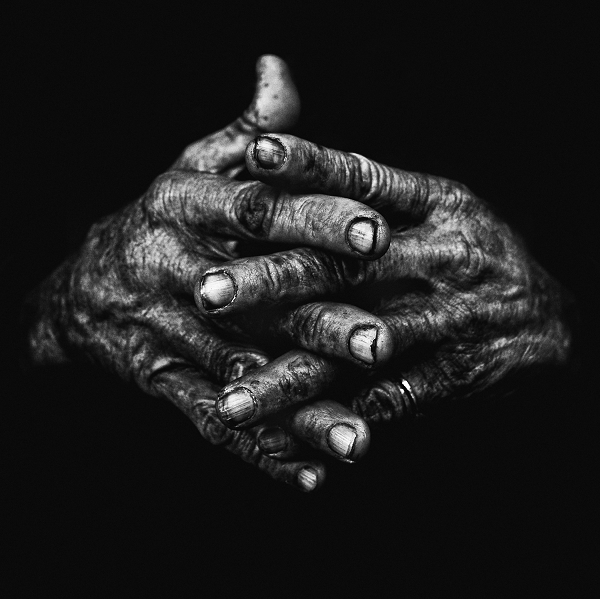 Hands I ©Lee Jeffries