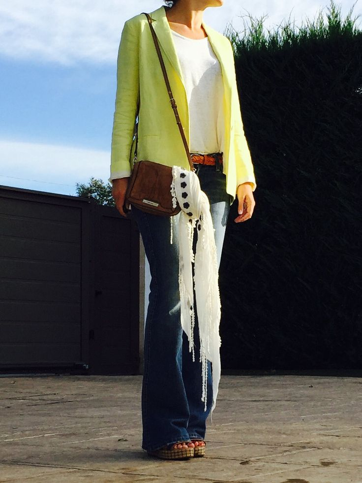 look septiembre blazer amarilla www.decharcoencharco.com