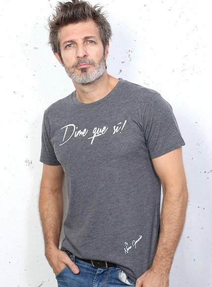 camiseta-chico-gris-dime-que-si www.decharcoencharco.com