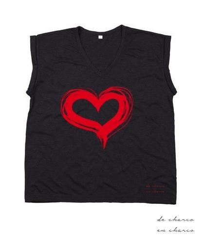 camiseta mujer gris corazon rojo www.decharcoencharco.com