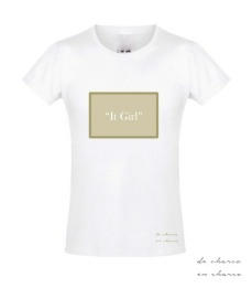 camiseta niña it girl rectangulo caqui 2 www.decharcoencharco.com