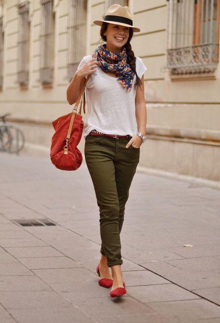 look primavera pantalones verdes slippers rojas www.decharcoencharco.com