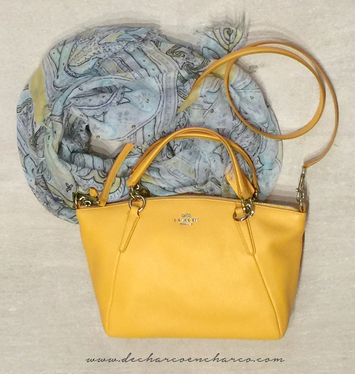 bolso amarillo coach www.decharcoencharco.com