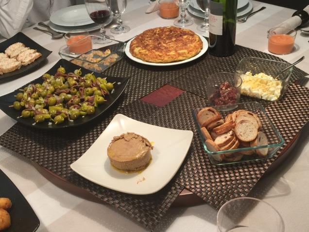 Una idea de cena en casa de picoteo a base de pintxos for Comida rapida para invitados