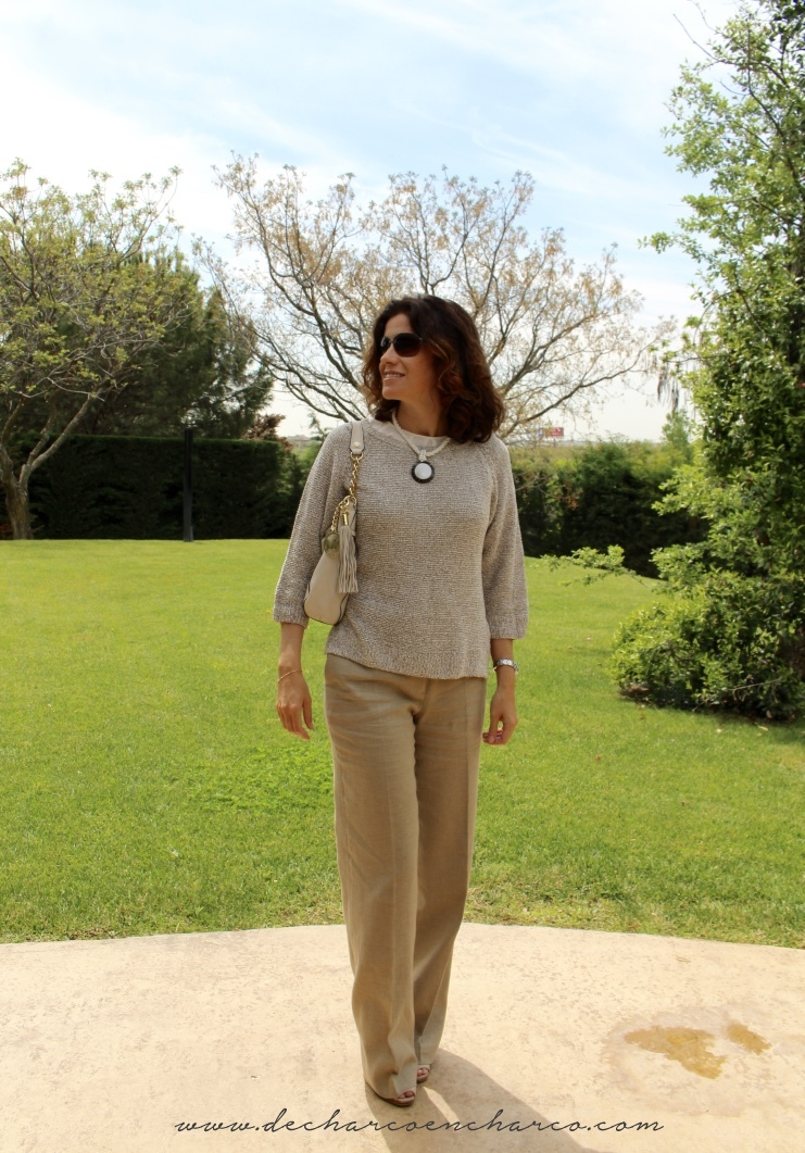 pantalones palazzo beiges con jersey beige www.decharcoencharco.com