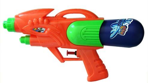 juguetes verano jardin pistolas agua www.decharcoencharco.com