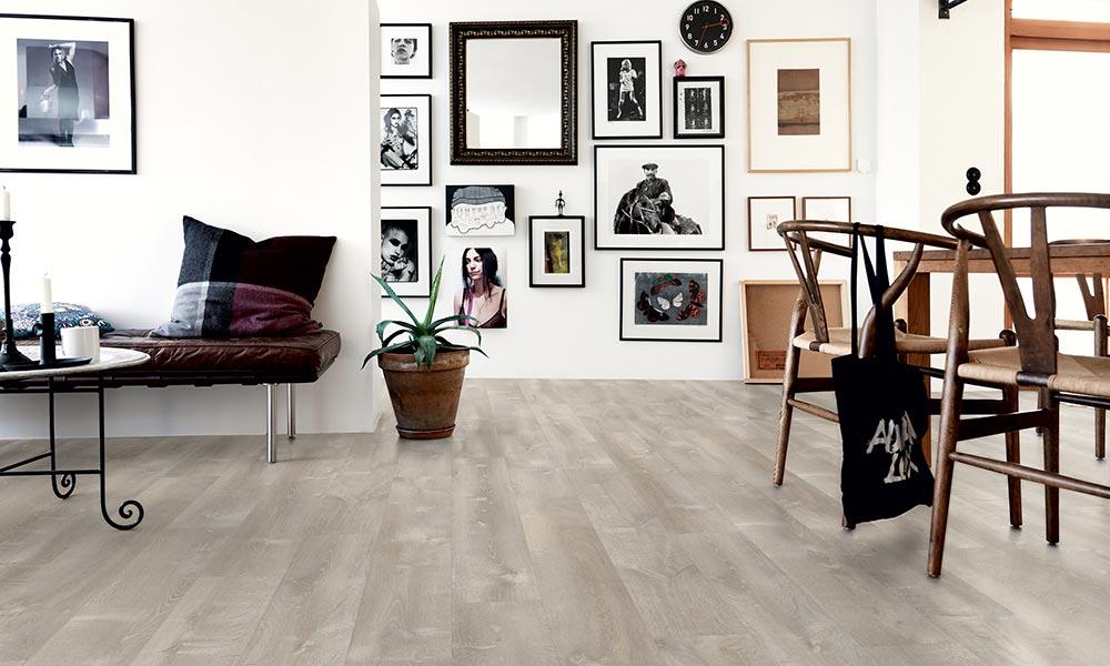 suelo-vinilico-pergo-blanco-imitacion-madera-www-decharcoencharco-com