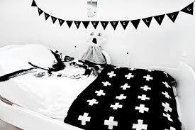 decoracion-blanco-y-negro-4-dormitorios-www-decharcoencharco-com