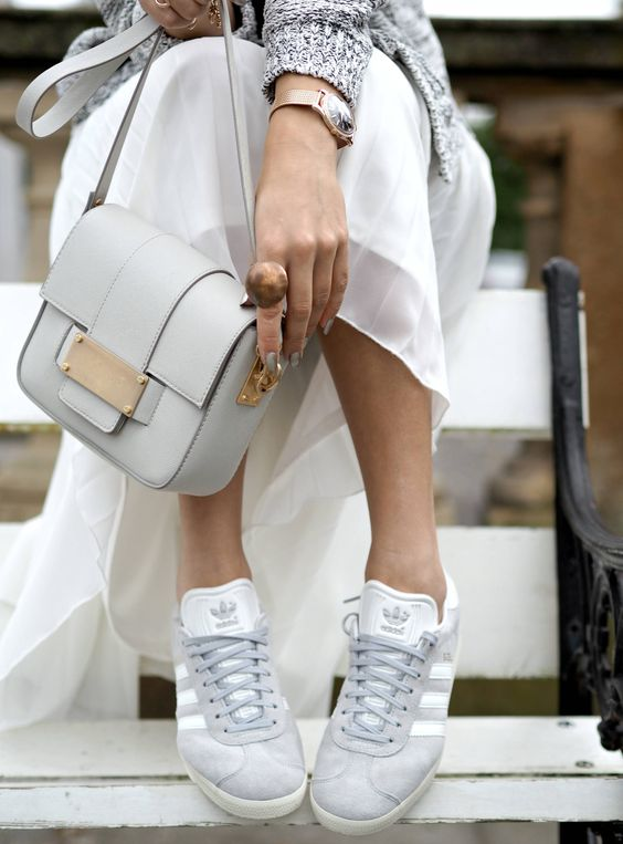 33ca1b1fb65 Moda  Las Adidas Gazelle… ¿grises o rosas  – DE CHARCO EN CHARCO